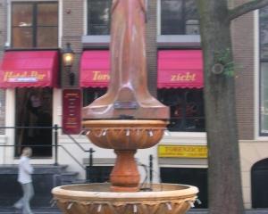 Fountain-in-Daylight