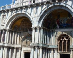 Saint-Mark_s-Basilica-_Basilica-di-San-Marco_-_8_